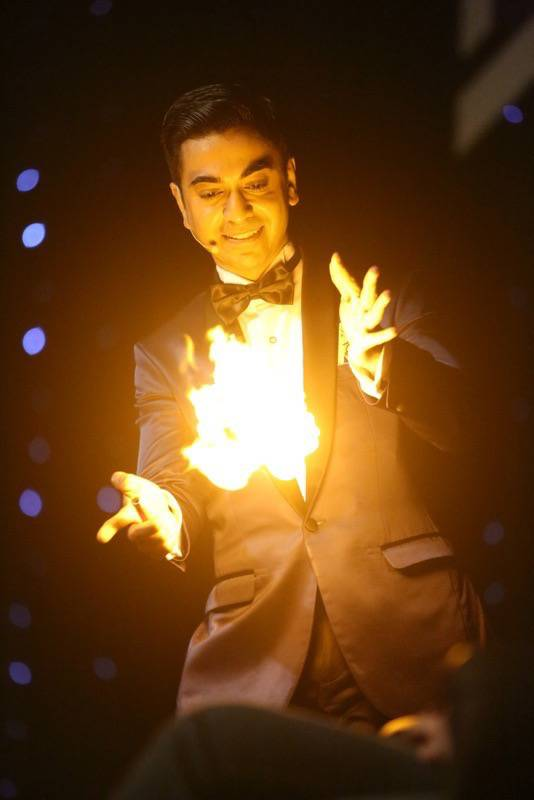 Mo Magic Pic with Fire On Stage_Web
