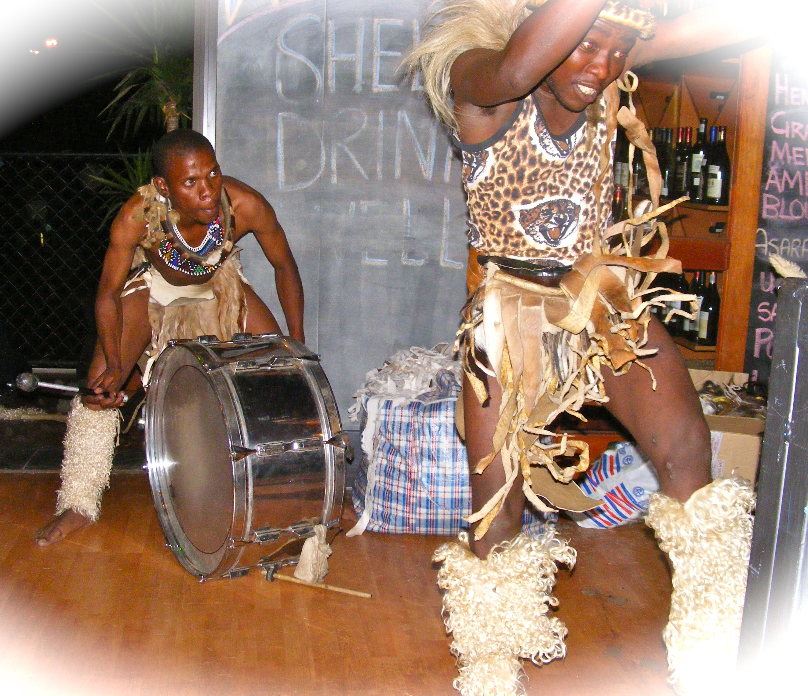 hr Zulu drummer + dancer