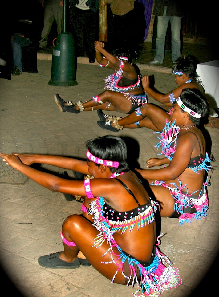hr Zulu ladies dancers